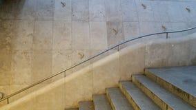 Konstnärlig trappa och väggarkitektur i Budapest arkivfoto
