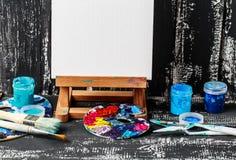 konstnärlig utrustning Borstar och målarfärger för att dra Objekt för kreativitet för barn` s royaltyfri foto