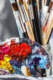 konstnärlig utrustning Borstar och målarfärger för att dra Objekt för kreativitet för barn` s royaltyfria foton