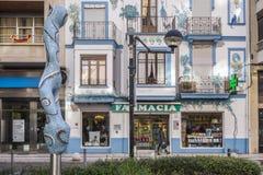 Konstnärligt kulört fasadbyggnadsapotek efter 1929 i Castello Arkivbild