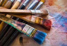 Konstnärmålarfärgborstar arkivbild