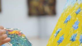Konstnärmålning blommar på kanfasslut upp lager videofilmer