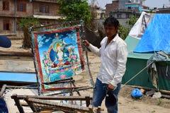 Konstnärshow hans målning som är skadad efter jordskalvkatastrof Royaltyfria Bilder