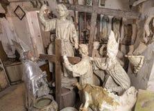 Konstnärstudio, skulpturer och statyer arkivbild