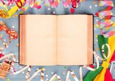 Konstnärligt partikort eller inbjudanbakgrund Arkivfoton
