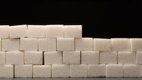 Konstruieren aus Zuckerwand auf schwarzem Hintergrund lizenzfreies stockfoto