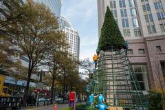 Konstruieren eines Weihnachtsbaums Stockfotos