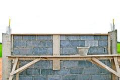 Konstruierenziegelstein-Blockwand. Stockbilder