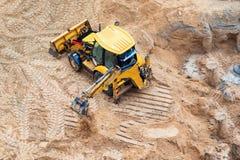 Konstruktion av betonggrund av nybygge Konstruktionsmaskineri, grävskopa, bästa sikt Arkivfoton