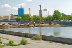 Konstruktion av bron över den Miass floden Arkivbild
