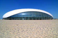 Konstruktion av den Bolshoy iskupolen i olympiska Sochi parkerar Royaltyfria Foton
