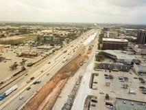 Konstruktion av den högstämda huvudvägen som är pågående i Houston, Texas, Arkivbild