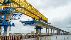Konstruktion av den kronprinsessaMary bron över den Roskilde firthen royaltyfria foton