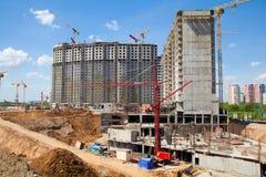 Konstruktion av den nya boningshuset. Arkivfoto