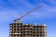 Konstruktion av det bostads- huset Royaltyfri Foto