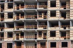 Konstruktion av en bostads- byggnad Royaltyfri Foto
