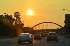Konstruktion av en bro över fjärden Royaltyfri Fotografi