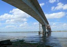 Konstruktion av en bro över Zambeziet River. Arkivbilder
