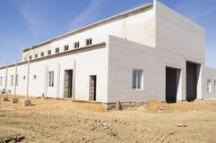 Konstruktion av en ny produktionbyggnad Royaltyfri Bild