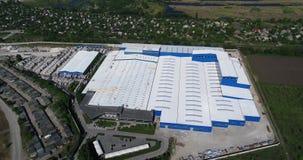 Konstruktion av en stor fabrik, industriell yttersida, panoramautsikt från luften Konstruktionsplats, metallstruktur lager videofilmer