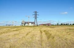 Konstruktion av industriföretag och kommunikationer i Krimet Arkivfoto