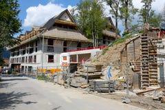 Konstruktion av nya stora byggnader för ett hotell Arkivfoto