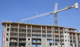 Konstruktion Crane On Site Royaltyfria Bilder