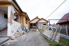 Konstruktion eller reparation av det lantliga huset Arkivbilder