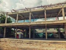 Konstruktion för byggnadsplats med metallstrukturen Industriell affär fotografering för bildbyråer