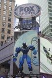 Konstruktion för uppsättning för rävsportTV-sändning som är kommande på Times Square under vecka för Super Bowl XLVIII i Manhattan Royaltyfri Foto