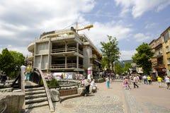 Konstruktionen av en modern shoppinggalleria Arkivfoto