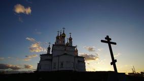 Konstruktionen av en ortodox kyrka 2 stock video