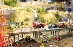 Konstruktionen av en planskild korsning gillar en leksakorientering Arkivbild