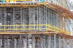 Konstruktionsformwork för att gjuta av monolitiska konkreta strukturer och materialet till byggnadsställning arkivbild