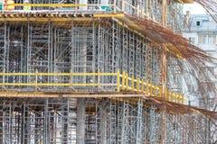 Konstruktionsformwork f?r att gjuta av monolitiska konkreta strukturer och materialet till byggnadsst?llning royaltyfria foton