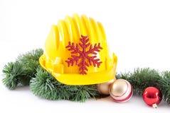 Konstruktionshjälm och jul Arkivbilder
