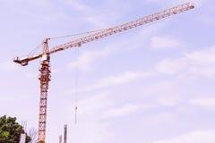 Konstruktionskran på konstruktionsplats Royaltyfri Fotografi