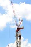 Konstruktionskranen står hög Fotografering för Bildbyråer