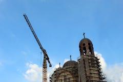 Konstruktionskyrka i stad royaltyfria foton