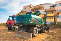 Konstruktionsmaskineri på territoriet av konstruktion Fotografering för Bildbyråer