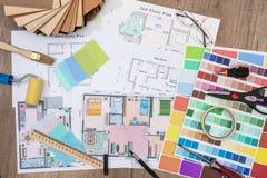 Konstruktionsplan med målarfärgborsten och färgpaletten Royaltyfria Foton