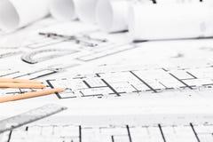 Konstruktionsplan med teckningshjälpmedel på ritningar Royaltyfri Bild