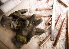 Konstruktionsplan och handskar Royaltyfri Foto