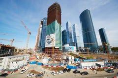 Konstruktionsplats av den internationella affärsmitten för Moskva Arkivfoto