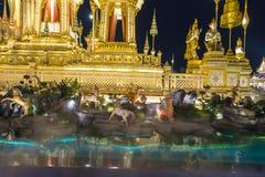 Konstruktionsplats av den kungliga begravnings- bålen på natten i Bangkok, Thailand Royaltyfri Bild