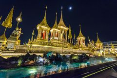 Konstruktionsplats av den kungliga begravnings- bålen på natten i Bangkok, Thailand Arkivfoto