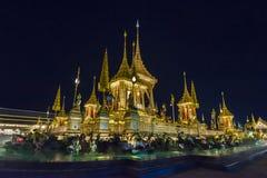 Konstruktionsplats av den kungliga begravnings- bålen på natten i Bangkok, Thailand Arkivbilder