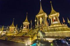 Konstruktionsplats av den kungliga begravnings- bålen på natten i Bangkok, Thailand Royaltyfri Foto