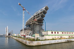 Konstruktionsplats av det moderna nya portkontoret i hamn av Antwerp, Belgien Royaltyfria Foton