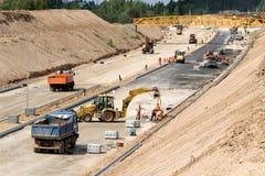 Konstruktionsplats av en ny väg Arkivbild